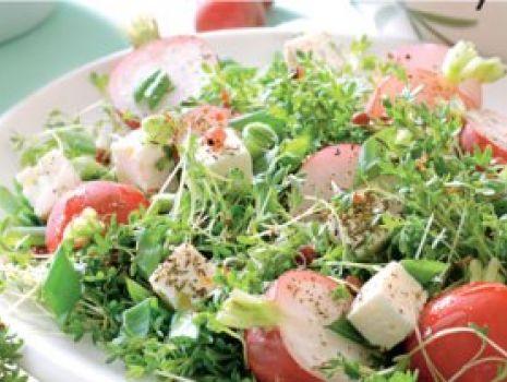Przepis: Sałatka z rzodkiewkami i serem feta