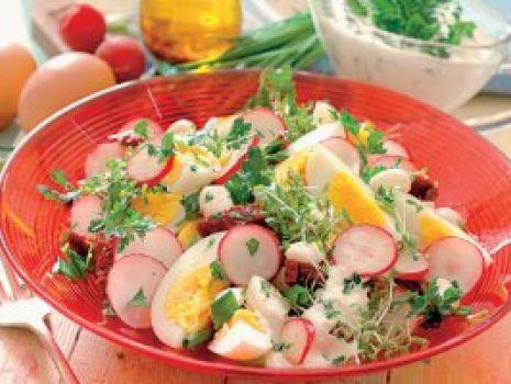 Przepis: Sałatka z jajkiem i rzodkiewkami