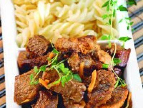 Przepis: Gulasz wołowy z ziołami