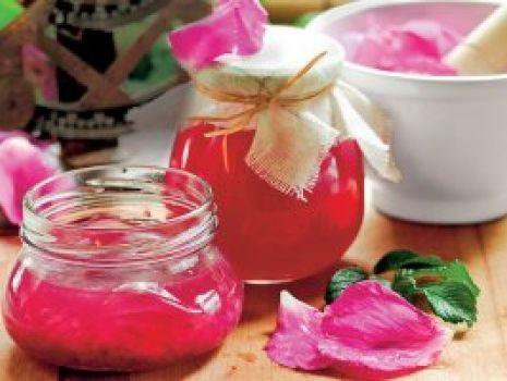 Przepis: Konfitura z płatków róży