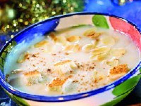 Przepis: Słodka zupa migdałowa