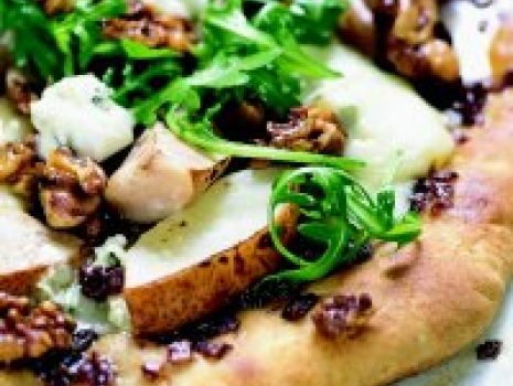 Przepis: Pizza orzechowo-gruszkowa