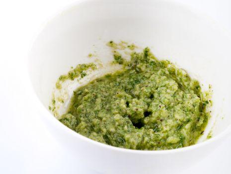 Przepis: Sałatka z zielonym sosem