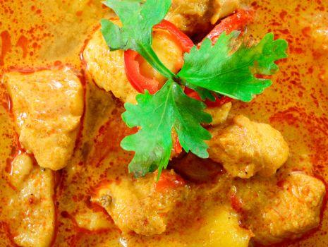 Przepis: Kurczak w indyjskim sosie curry