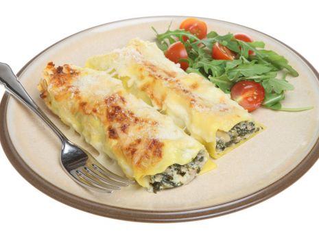 Przepis: Rurki ze szpinakiem i białym serem