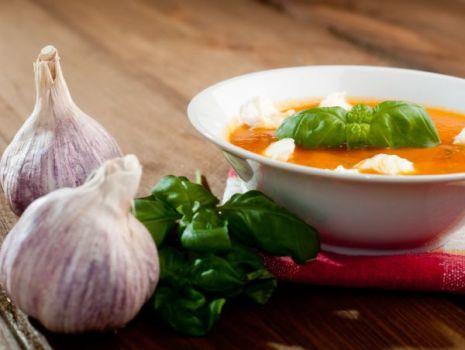 Przepis: Pomidorowa z serowymi kuleczkami