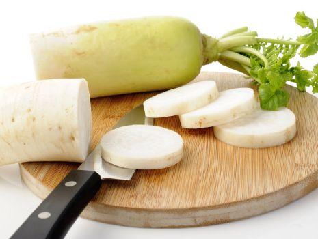 Przepis: Biała rzodkiew z gruszkami