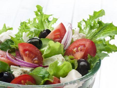 Przepis: Sałatka z fetą i pomidorami
