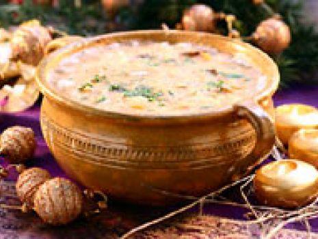 Przepis: Mazowiecka zupa grochowa ze śliwkami
