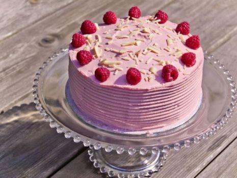 Przepis: Różowy poemat - tort