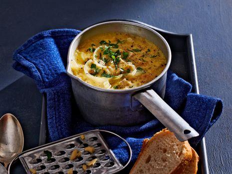Przepis: zupa chlebowo-cebulowa
