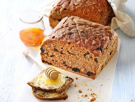Przepis: chleb zytni ze sliwka i orzechami