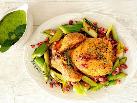 Przepis: kurczak z porami i zimowym zielonym sosem