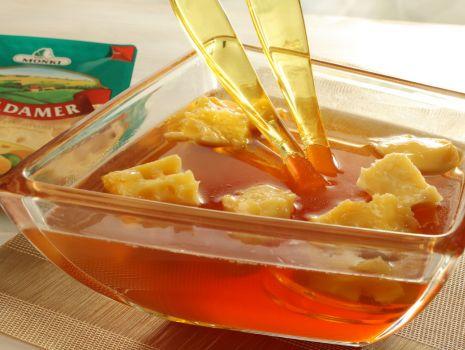 Przepis: Ser gotowany w miodzie Fot. MSM Mońki