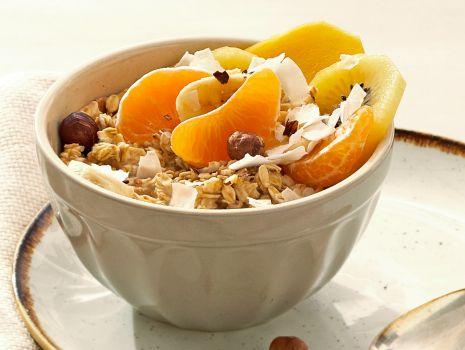 Przepis: owsianka z mango, mandarynkami i kiwi
