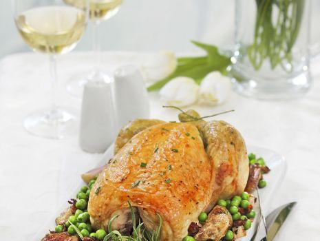 Przepis: Pieczone kurczaki z groszkiem i szalotką