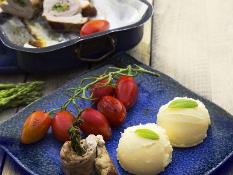 Przepis: Nadziewane polędwiczki wieprzowe z puree ziemniaczanym