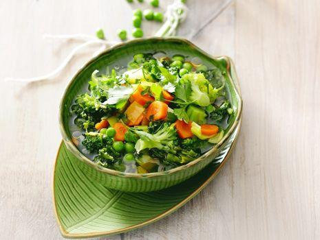 Przepis: Zupa jarzynowa z pokrzywami