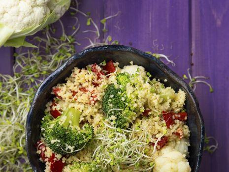 Przepis: Sałatka kuskus z kiełkami brokuła