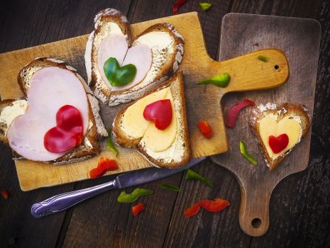 Przepis: Kanapki w kształcie serca na Dzień Mamy Fot. Fotolia I