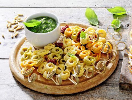 Przepis: Tortellini z sosem bazyliowym