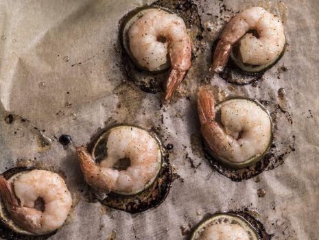 Przepis: Krewetki pieczone z sosem ogórkowym Anny Lewandowskiej