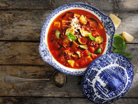 Przepis: Toskańska zupa z cukinią i bakłażanem