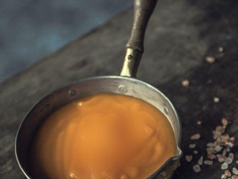 Przepis: Zupa marchewkowa z masłem migdałowym