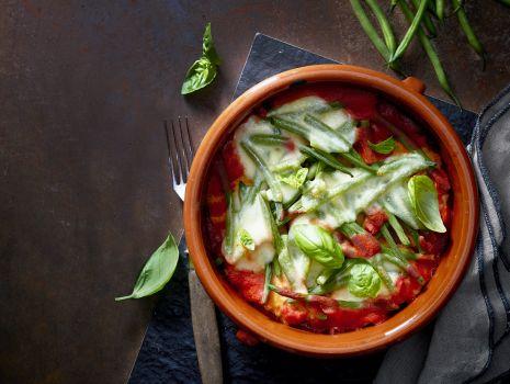 Przepis: Cielęcina parmigiana zapiekana z mozzarellą i fasolką
