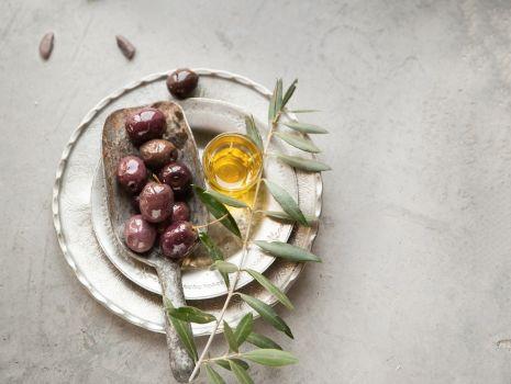 Przepis: Domowe oliwki marynowane