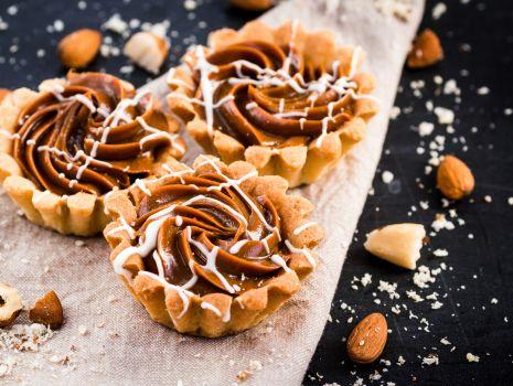 Przepis: muffinki z masą orzechową i orzeszkami