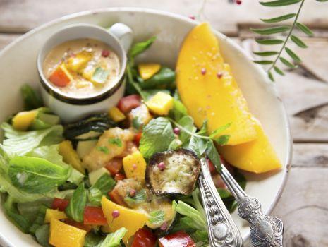 Przepis: Sałatka z grillowanymi warzywami i marynatą mango