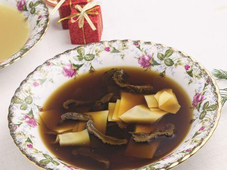 Przepis: Wigilijna zupa grzybowa z łazankami