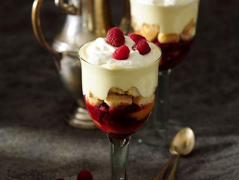 Przepis: Trifle malinowo-brzoskwiniowy
