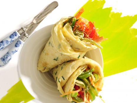 Przepis: Naleśniki sezamowe ze szczypiorkiem i warzywami