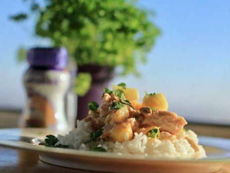 Przepis: Kurczak z ananasem, orzeszkami ziemnymi i sosem z Nutridrink Protein