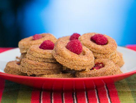 Przepis: fit kruche ciasteczka z malinami przepisu Konrada Gacy