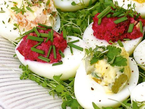 Przepis: Jajka faszerowane z farszem buraczkowym