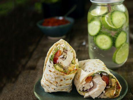 Przepis: Piknikowe tortille z ogórkową lemoniadą