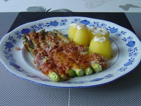 Przepis: Szparagi to bardzo wyczekiwane warzywo dlatego jak się pojawią - stają się władcami naszych stołów.