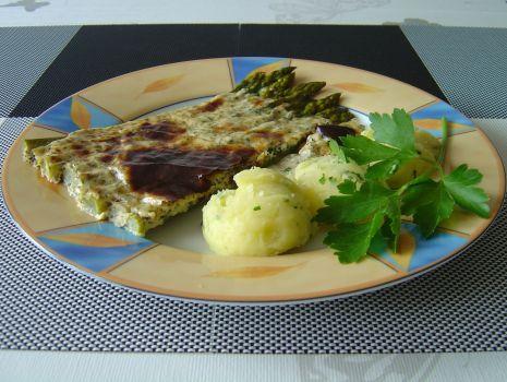 Przepis: Szparagi można podawać jako osobne danie - ale i jako dodatek do mięsnych i rybnych dań obiadowych.