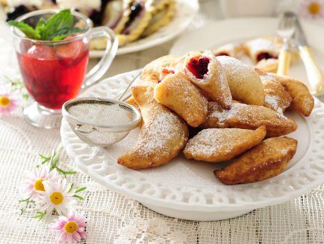 Przepis: Pieczone pierogi z wiśniami