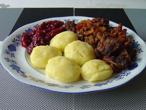 Przepis: Tak przygotowana pręga wołowa będzie pasowała do wszelkiego rodzaju klusek - kasz i do ziemniaków.