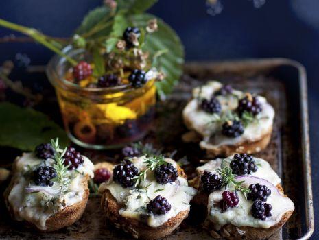 Przepis: Grzanki z serem i rozmarynem