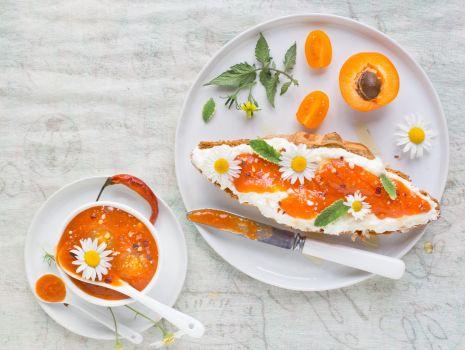 Przepis: Konfitura morelowo-pomidorowa