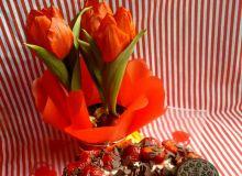 Sernik z mascarpone i truskawkami, na spodzie z Oreo