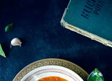Kremowa zupa pomidorowa z pieczoną papryką i włoskim akcentem