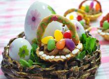 Wielkanocne koszyczki z pisankami