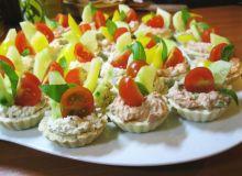 Czosnkowo-ziołowe babeczki z pastą drobiową i tuńczykową