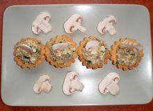 Babeczki nadziewane pastą pieczarkową i łososiową